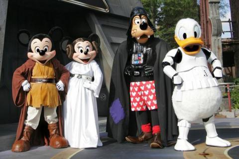 2-Photo_WDW_Star-Wars-Weekends_Jedi-Mickeys-Star-Wars-Dine-at-Hollywood-Vine