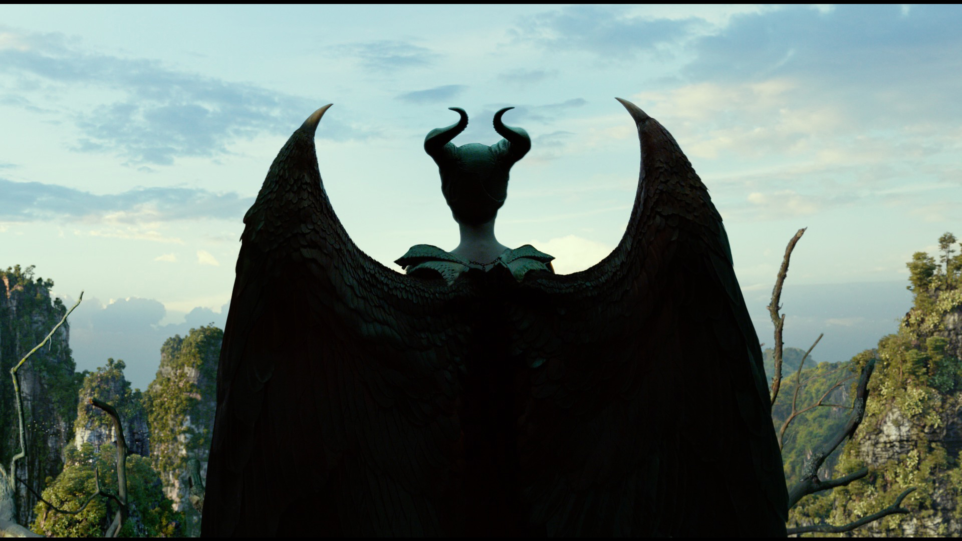 Maleficent Mistress Of Evil Trailer Has Angelina Jolie