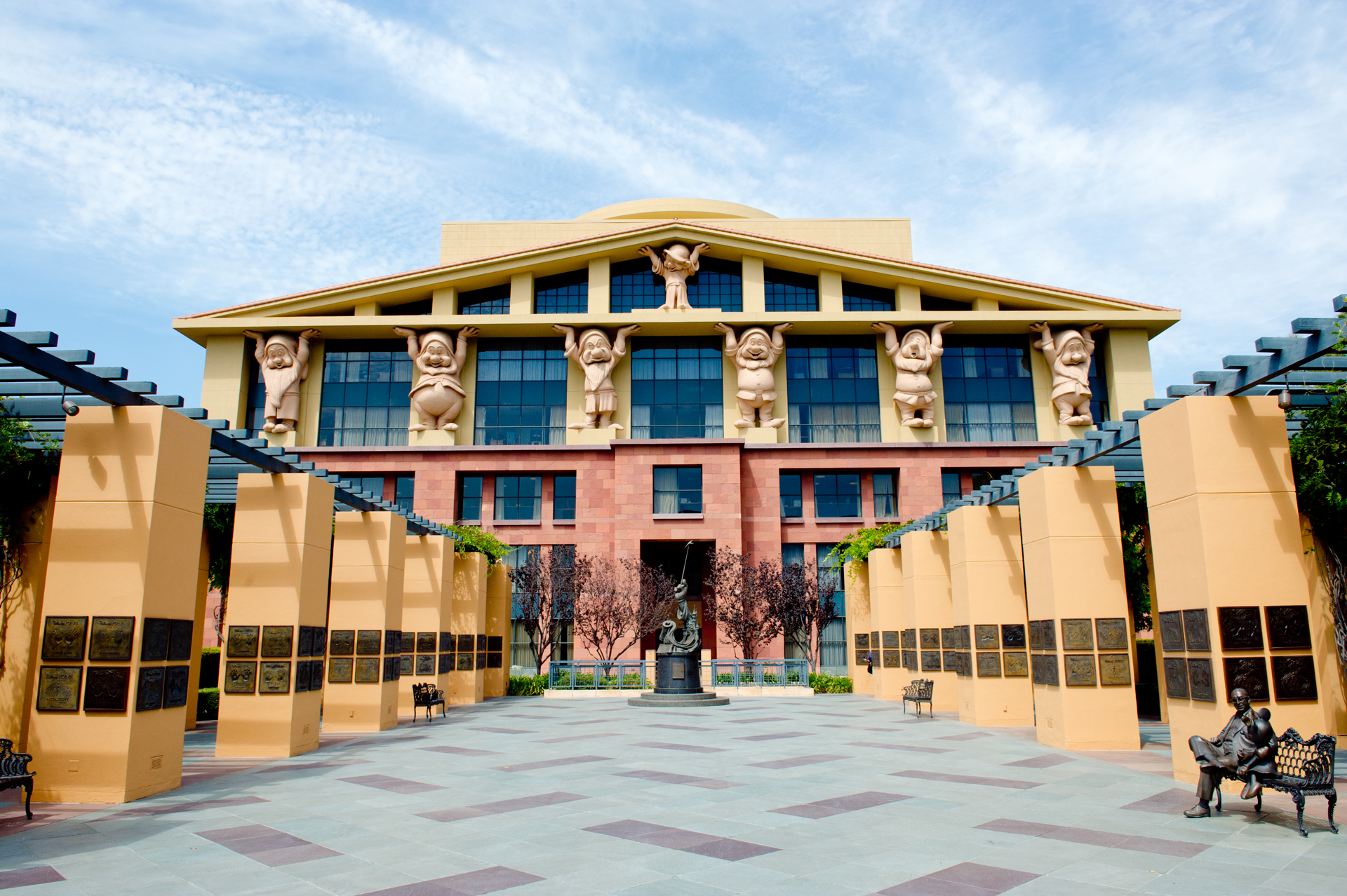 The Walt Disney Studios en Burbank, California, es la sede central de la compañía.