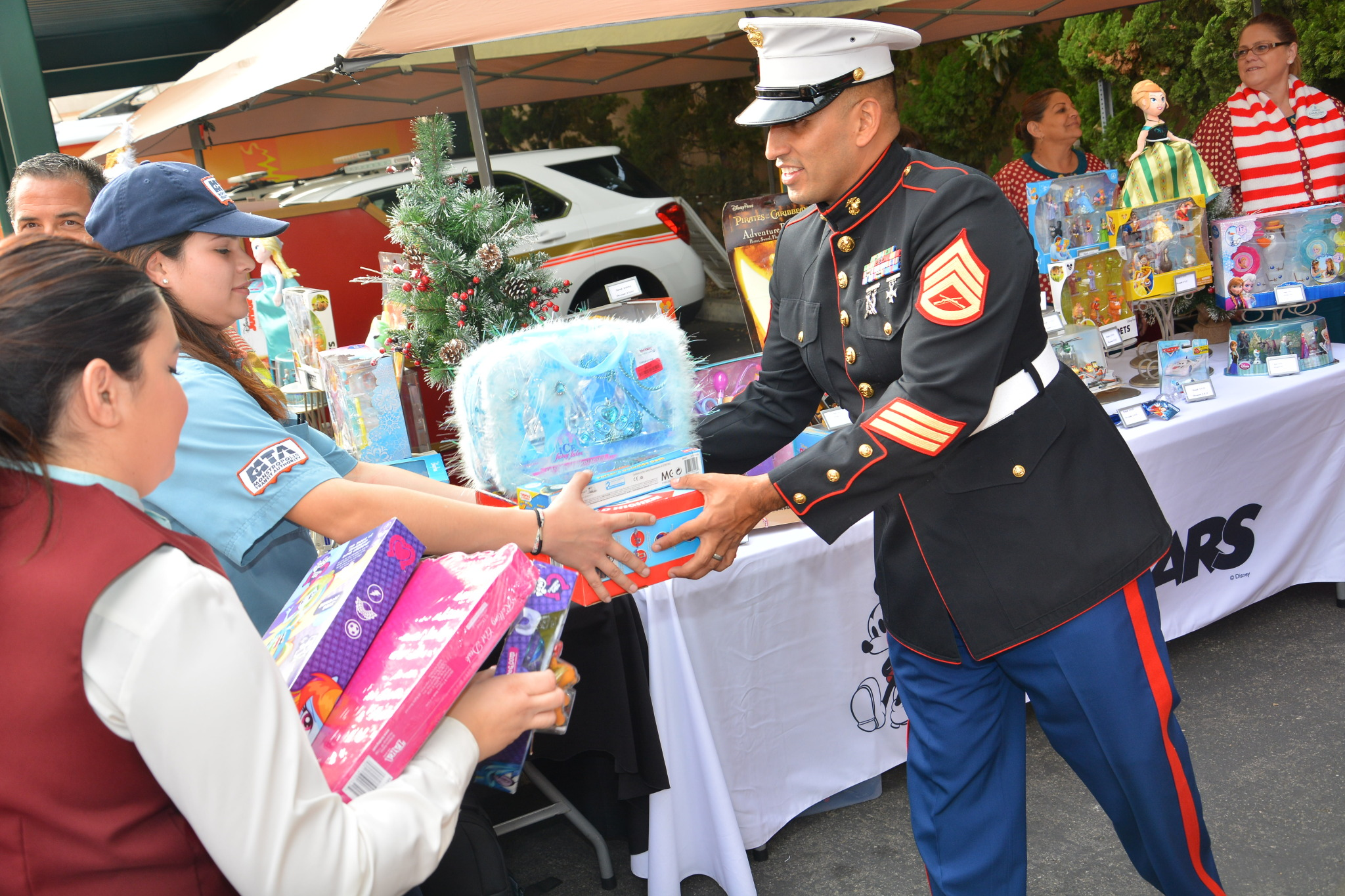 Toys For Tots Foundation Florida : Walt disney parks and resorts shares holiday cheer the