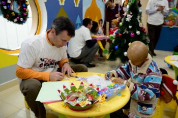 Shanghai Disney Resort VoluntEARS Visit Local Children's Hospital