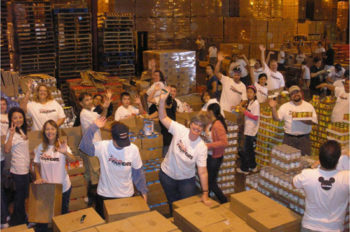 Disney VoluntEARS and Friends for Change Celebrate Family Volunteer Day
